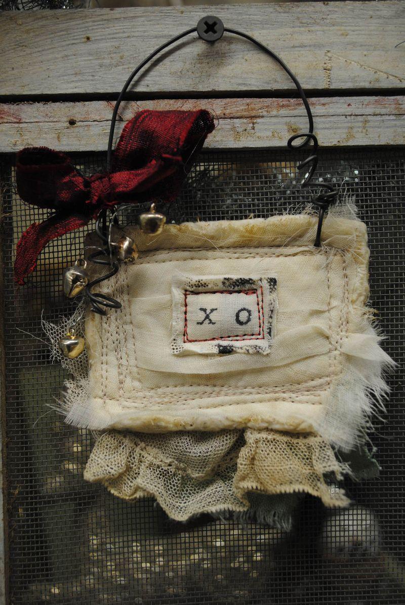 Xo ornament 3