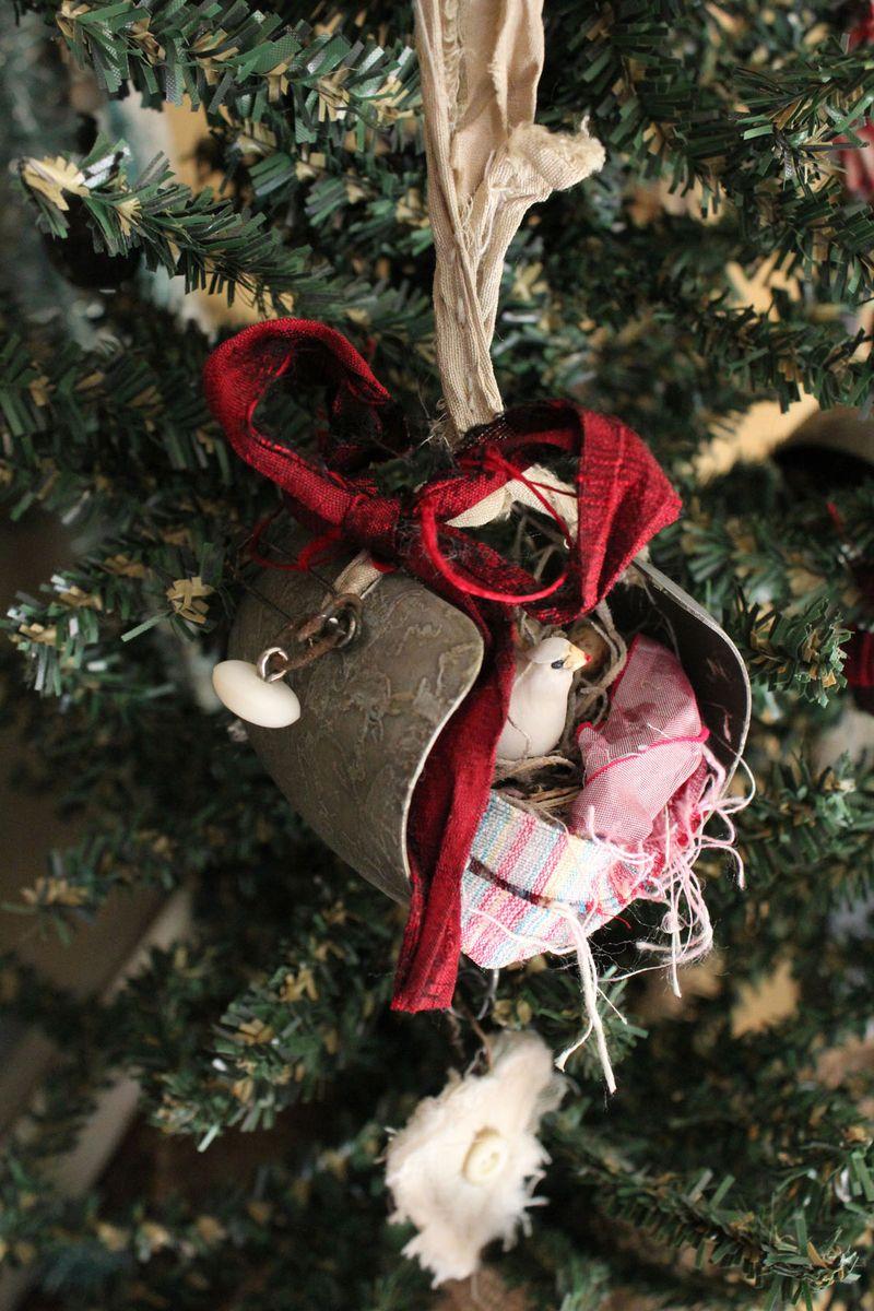 Heart dove ornament full view