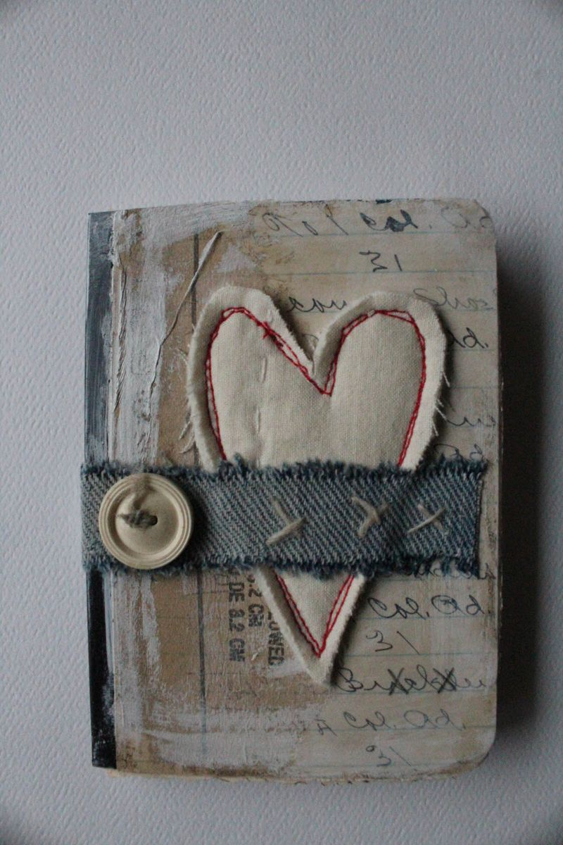 Heart mini journal button