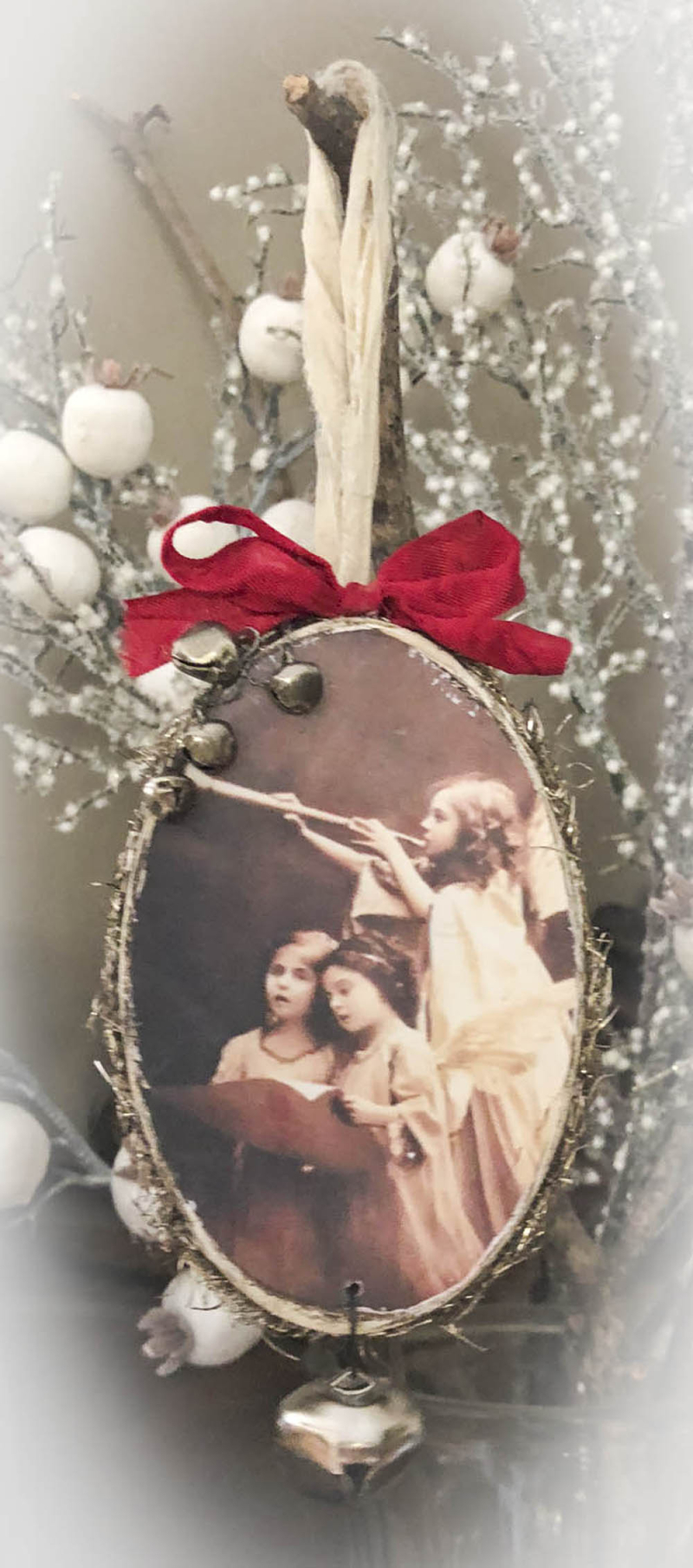 Angels sang ornament
